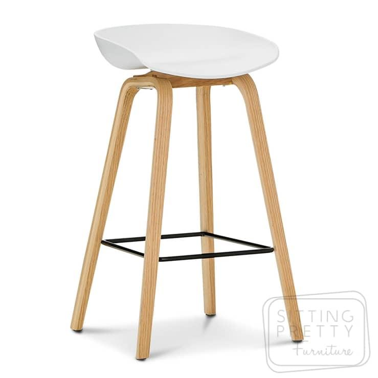 Casa Mia Stool – white seat/ash leg